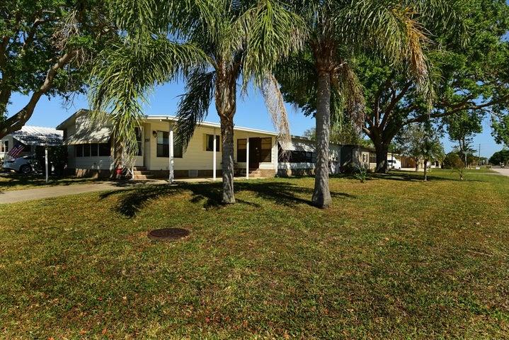 550 Tarpon Drive, Barefoot Bay, FL 32976