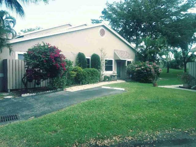 1956 Discovery Circle E, Deerfield Beach, FL 33442