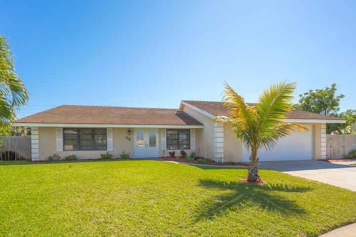 98 Hickory Hill Road, Tequesta, FL 33469