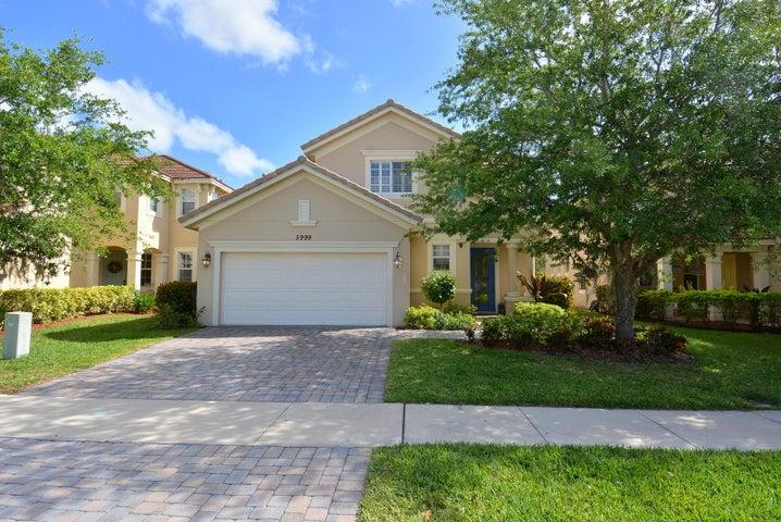 5999 SE Crooked Oak Avenue, Hobe Sound, FL 33455