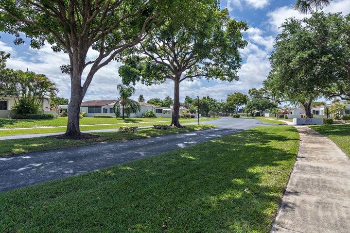 2601 Boundbrook Boulevard 206, Palm Springs, FL 33406
