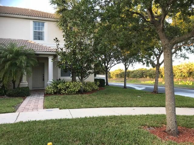 8041 Murano Circle, Palm Beach Gardens, FL 33418