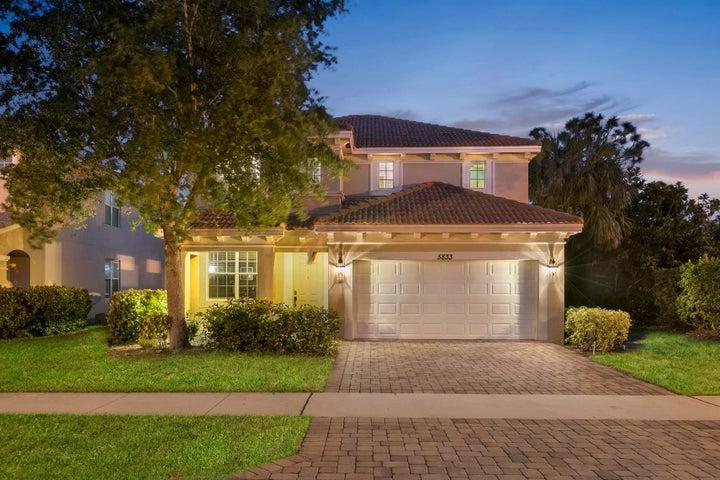 5833 SE Crooked Oak Avenue, Hobe Sound, FL 33455