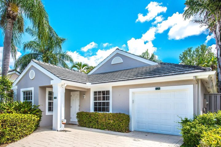 16 Admirals Court, Palm Beach Gardens, FL 33418