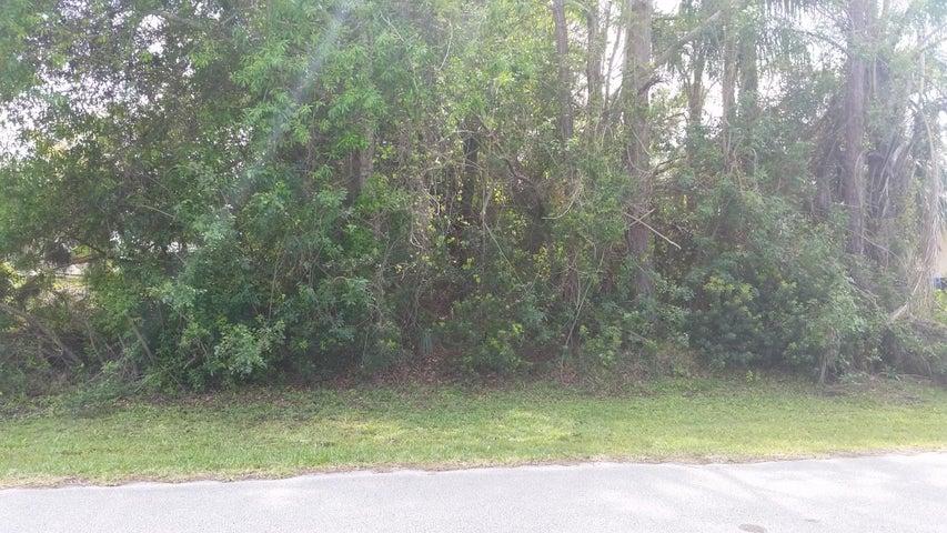 909 Bermuda Avenue, Sebastian, FL 32958