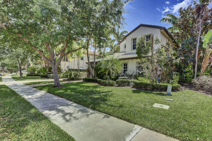 924 Mill Creek Drive, Palm Beach Gardens, FL 33410