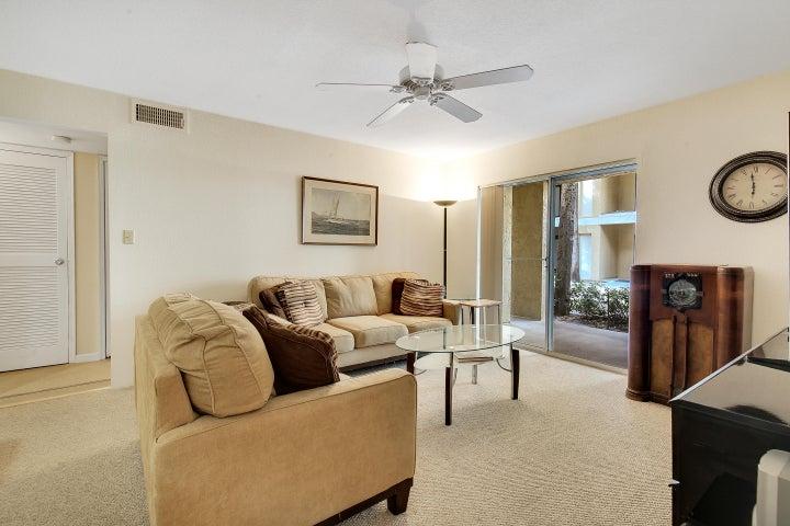 949 Riverside Drive 413, Coral Springs, FL 33071