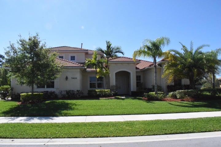 7620 SE Belle Maison Drive, Stuart, FL 34997