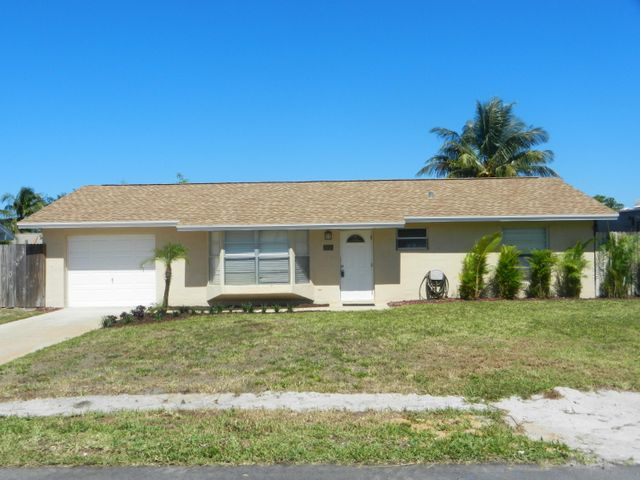 8713 SE Sandridge Avenue, Hobe Sound, FL 33455