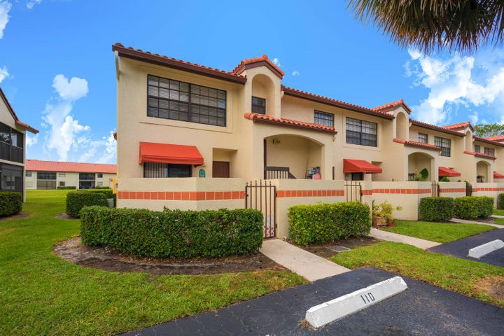 502 Freedom Court 502, Deerfield Beach, FL 33442