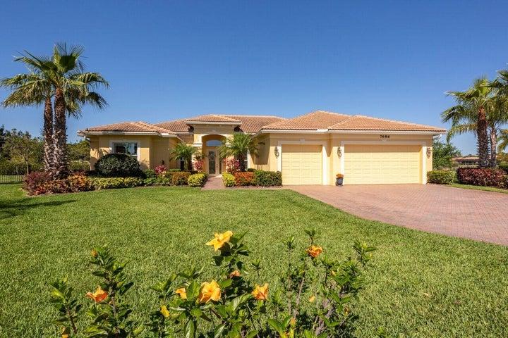 7686 SE Belle Maison Drive, Stuart, FL 34997