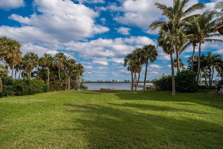 1318 S Lakeside Drive S, Lake Worth, FL 33460
