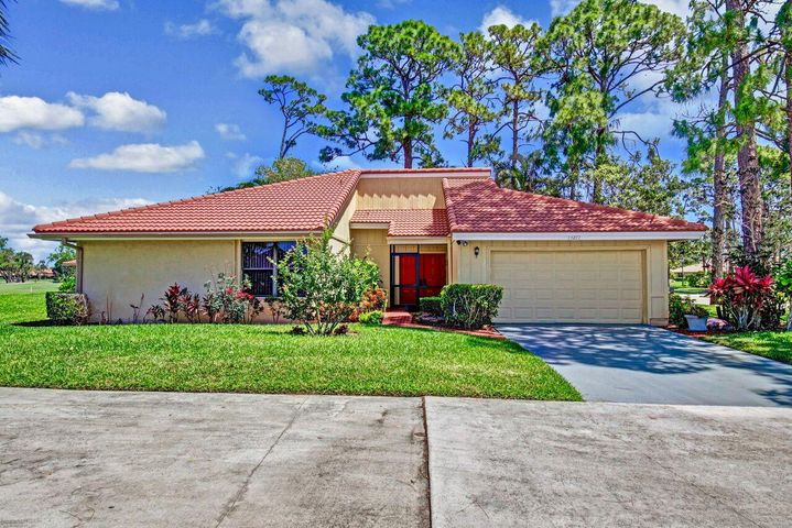 13277 Touchstone Place, Palm Beach Gardens, FL 33418