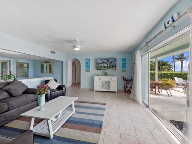 206 Inlet Way 10, Palm Beach Shores, FL 33404