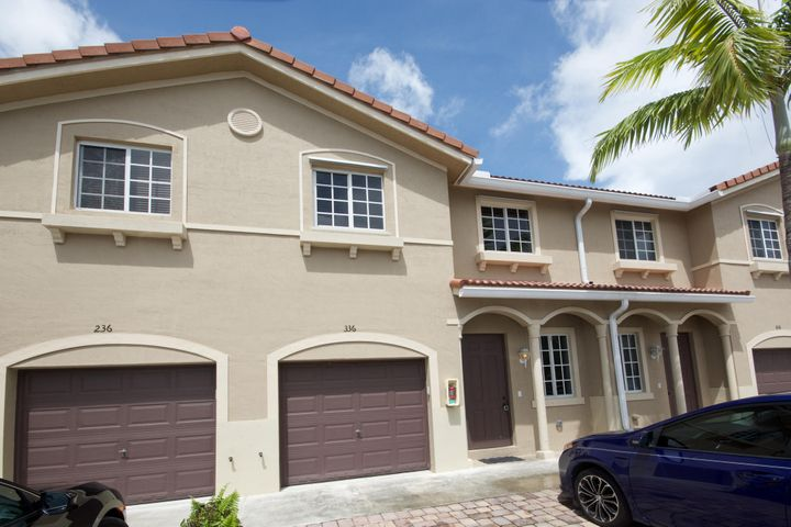 21117 NW 14th Place 336, Miami Gardens, FL 33169