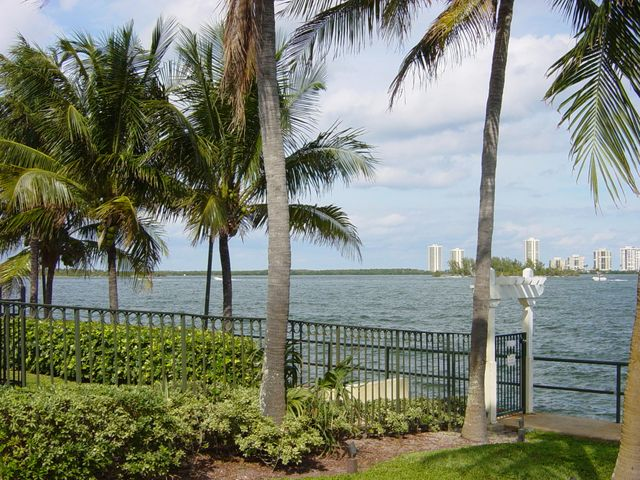 1035 Lake Shore Drive 104, Lake Park, FL 33403