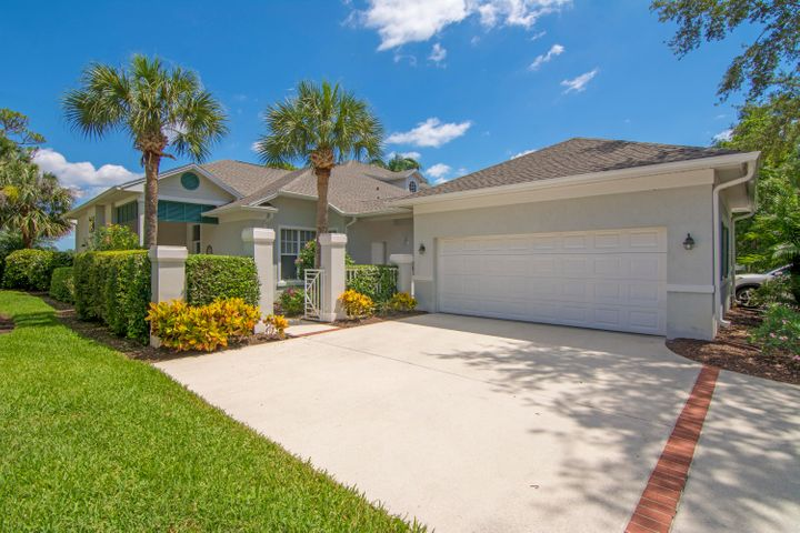 832 Carolina Circle SW, Vero Beach, FL 32962