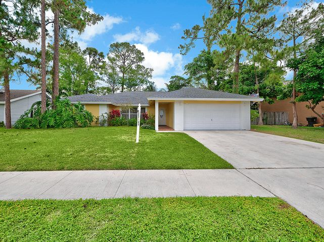 1064 Raintree Lane, Wellington, FL 33414