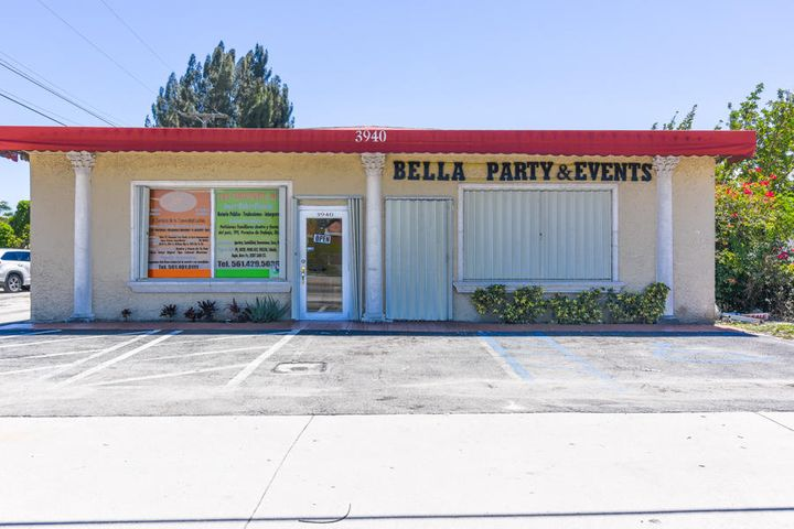3940 10th. Ave N, Palm Springs, FL 33461