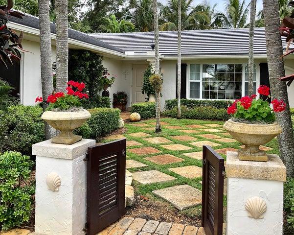 2463 Bay Circle, Palm Beach Gardens, FL 33410