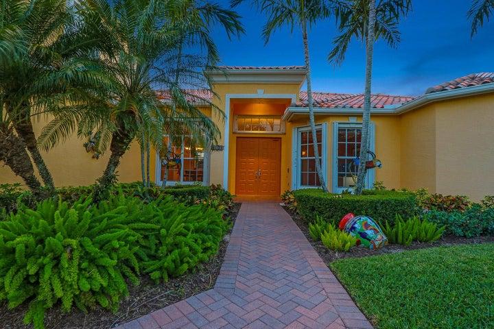 9834 SE Crape Myrtle Court, Hobe Sound, FL 33455
