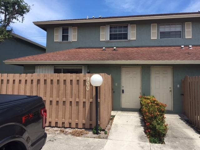 900 Cypress Way E, Palm Springs, FL 33406