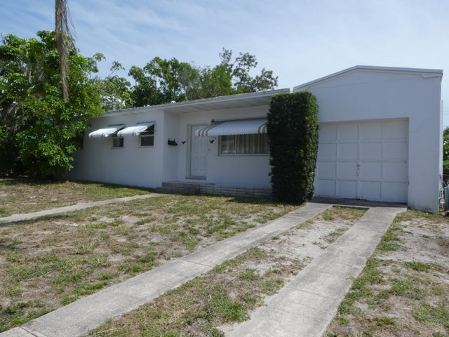 1715 12th Court N, Lake Worth, FL 33460