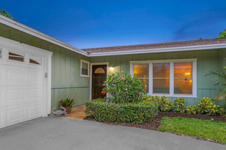 8852 SE Sandridge Avenue, Hobe Sound, FL 33455