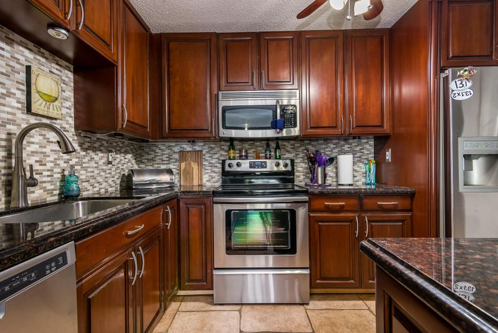 4137 NW 88th Avenue 106, Coral Springs, FL 33065