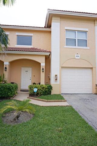 809 Talia Circle, Palm Springs, FL 33461