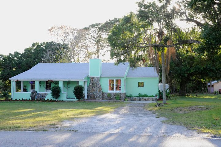 2905 Rogers Road, Fort Pierce, FL 34981