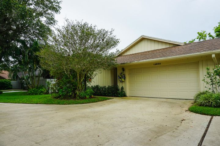 12856 SE Pinehurst Court, Hobe Sound, FL 33455