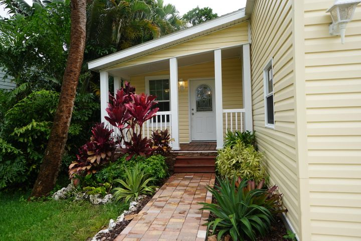 605 Pinegrove Avenue, Jupiter, FL 33458