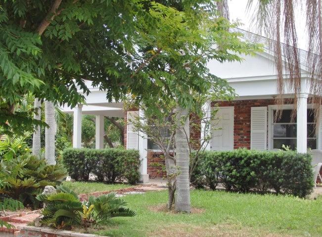 8933 SE Ceres Street, Hobe Sound, FL 33455