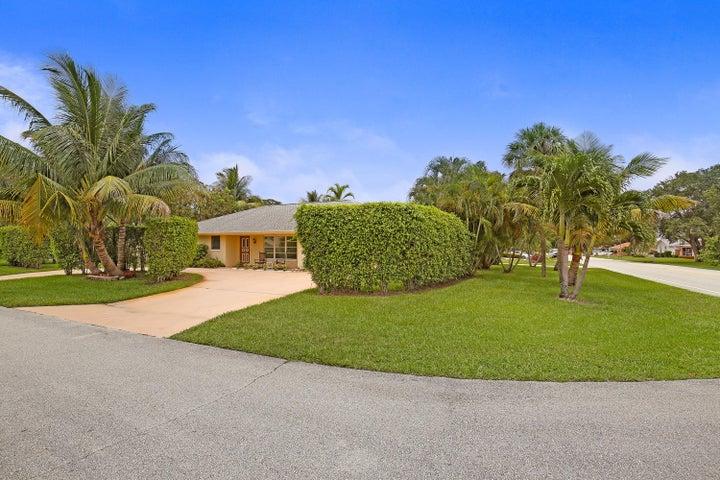 11806 Bayberry Street, Palm Beach Gardens, FL 33410
