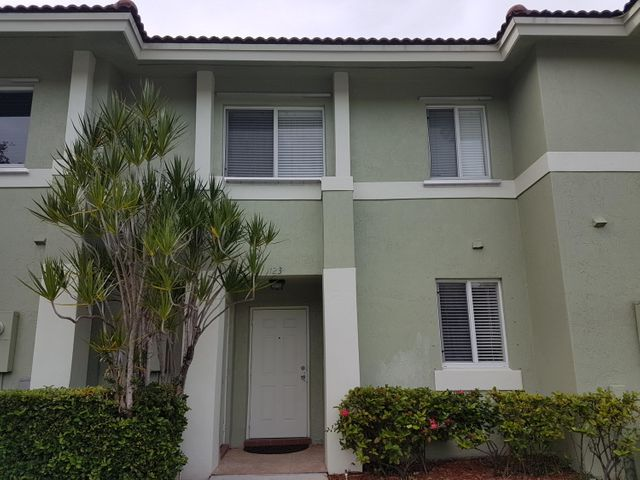 123 Hidden Court Road 12-C, Hollywood, FL 33021
