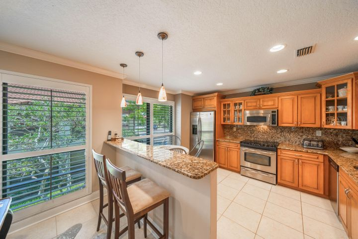 489 Brackenwood Lane N, Palm Beach Gardens, FL 33418