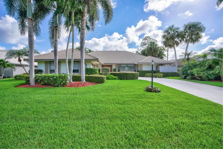 20 Huntly Drive, Palm Beach Gardens, FL 33418