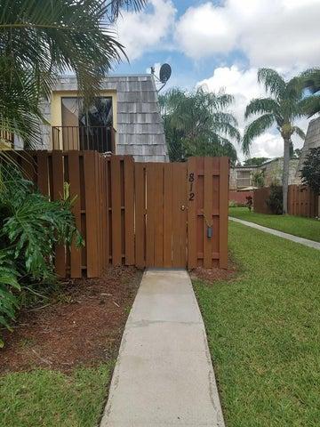812 Springdale Circle, Palm Springs, FL 33461