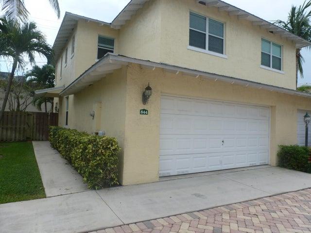 844 SE 4th Court, Deerfield Beach, FL 33441
