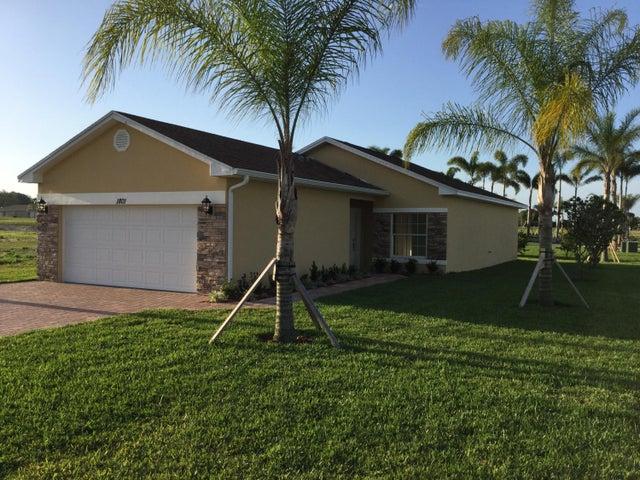 1801 Grand Ridge Street, Sebring, FL 33870