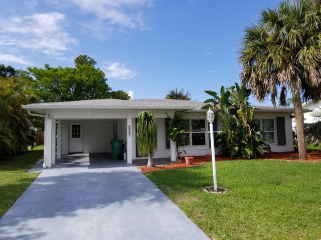 525 NW Billiar Avenue, Port Saint Lucie, FL 34983