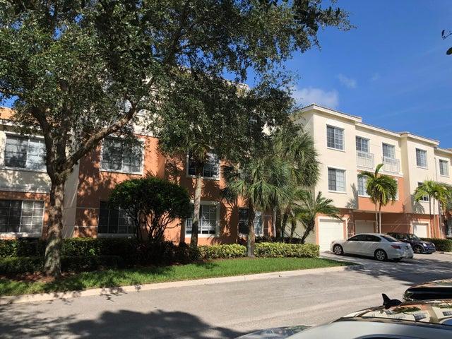 8305 Myrtlewood Circle W, Palm Beach Gardens, FL 33418