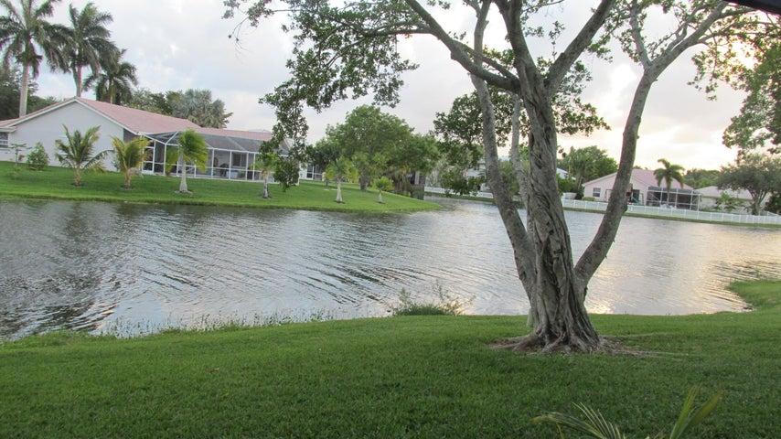 9468 Palm Circle S, Pembroke Pines, FL 33025
