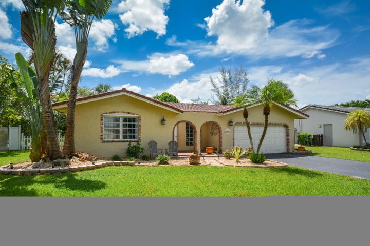 9041 NW 27 Place W, Coral Springs, FL 33065