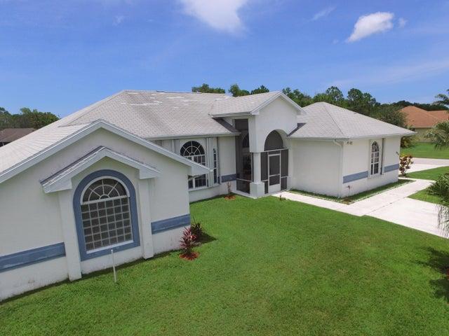 6864 NW Hogate Circle, Port Saint Lucie, FL 34983