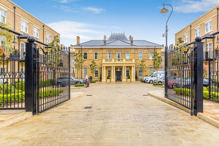 4 Crawford Mews Sw 20, Out of Country, AL 00000