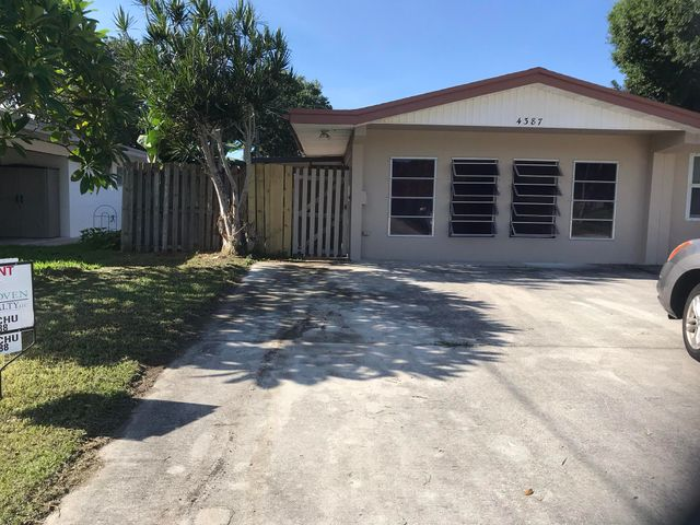 4387 Golfers Circle W, Palm Beach Gardens, FL 33410