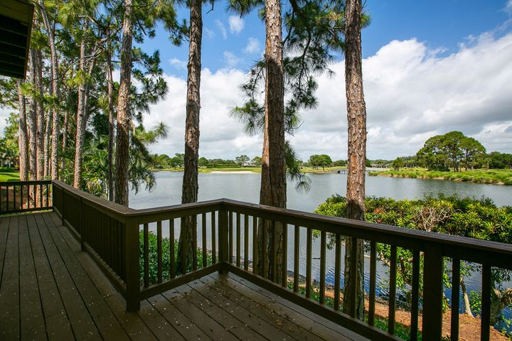614 Bridgewater Lane SW, Vero Beach, FL 32962