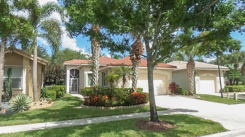 2220 Sapphire Circle, West Palm Beach, FL 33411
